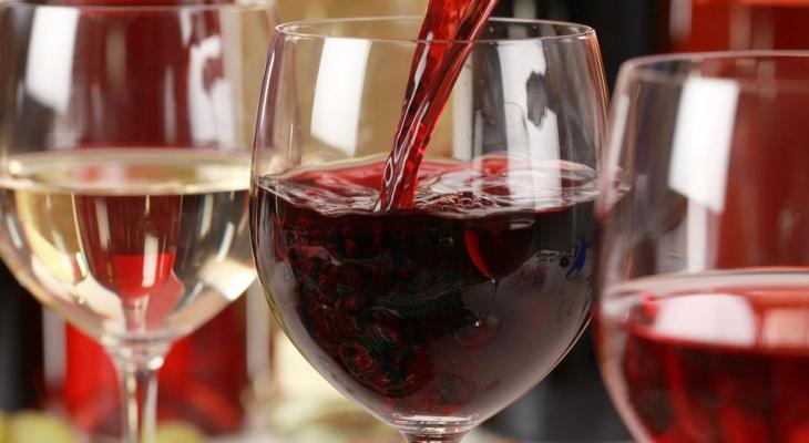 Врач рассказала, c чем категорически запрещено сочетать вино