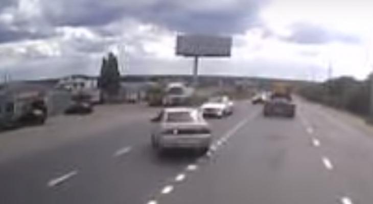 Появилось видео жесткой аварии на Сысольском шоссе в Сыктывкаре