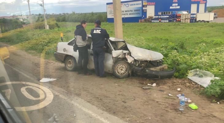 В Выльгорте случилось жесткое ДТП: автомобиль «намотало» на столб, есть пострадавшие