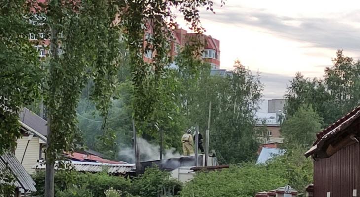 Возле аэропорта в Сыктывкаре произошел пожар