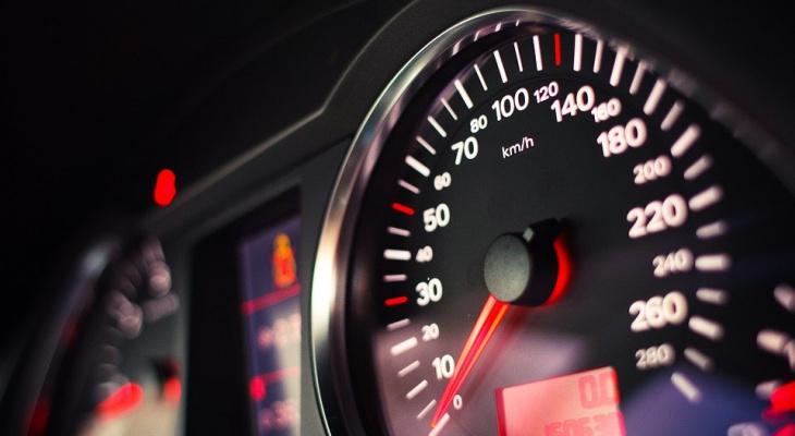 В России намерены поднять допустимую скорость на дорогах до 150 километров в час