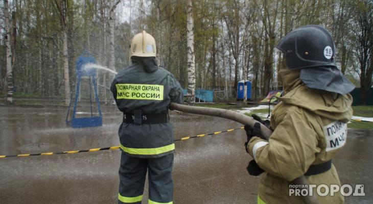 В Сыктывкаре на пожаре в жилом доме спасли трех человек
