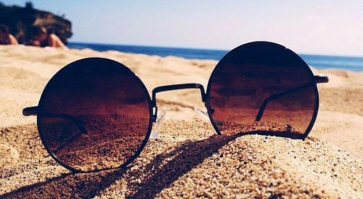 Эксперт рассказал, почему темные очки нужно носить всегда