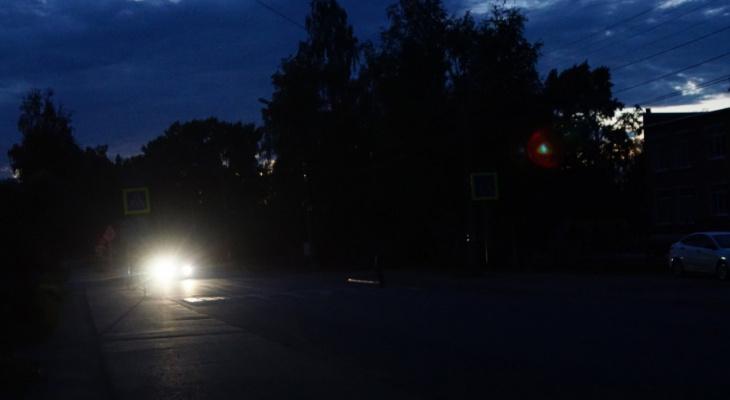 «Хотят сэкономить»: почему раннее отключение фонарей угрожает жизни сыктывкарцев