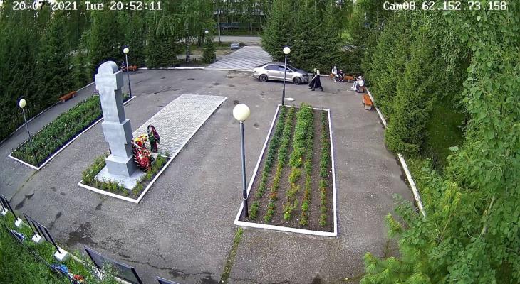 Мужчину, который заехал на территорию мемориала в Коми, оштрафуют на 2 тысячи рублей