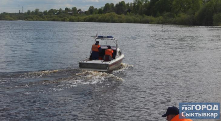 В Коми мужчина выпал из лодки и утонул