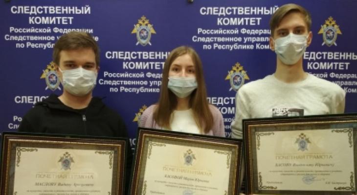 В Сыктывкаре наградили студентов, которые спасли тонущих мальчиков в Кировском парке