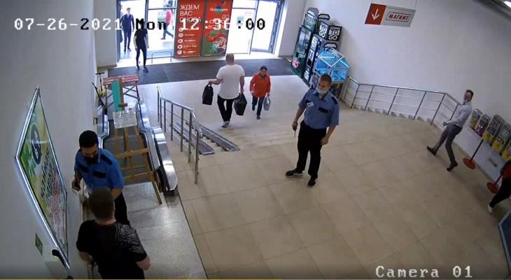 Сыктывкарец угрожал застрелить охранников: представитель ТЦ рассказал, из-за чего возник конфликт