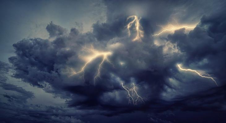 Гром и молния: в Коми объявлено штормовое предупреждение
