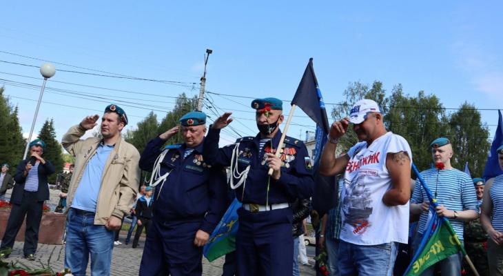 «На сегодня город наш!»: в Сыктывкаре десантники празднуют день ВДВ (фото)