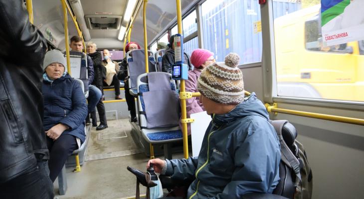 Удобство не для всех: что не так с новой бескондукторной системой в автобусах Сыктывкара